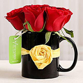 Black Mug of Red Roses: Send Gifts to Bangalore
