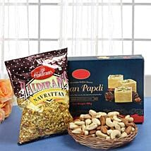 Smart Munch Hamper: Send Diwali Gift Baskets