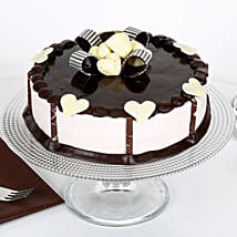 Stellar Chocolate Cake: Send New Year Cakes to Ahmedabad