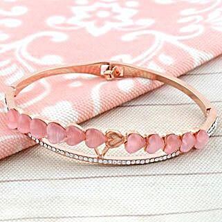 Symbol Of Romance: Send Gifts to Bundi
