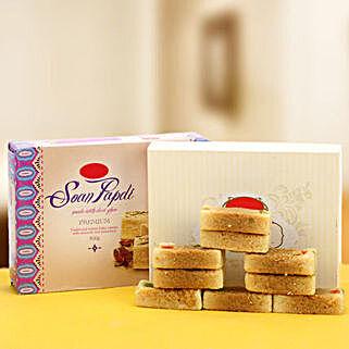 The amazing Duo: Karwa Chauth Gifts to Allahabad