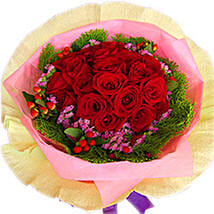 A Perfect Arrangement of Roses: Mothers Day Flowers to Malaysia