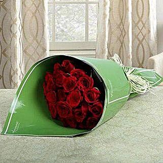 2 Dozen Roses Bunch: Valentine Flower Bouquets to UAE