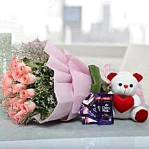 Irresistible Hamper Of Love: Send Flowers & Chocolates to UAE