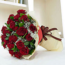 Lovely Roses Bouquet: Valentine's Day Gifts to UAE