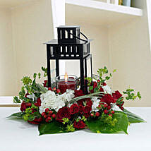 Ravishing Center Table Flower Arrangement: Wedding Gifts to UAE