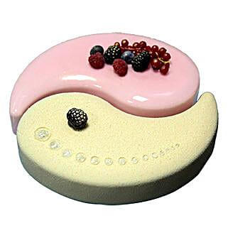 Vanilla Raspberry Cake: Valentine's Day Cake Delivery in Dubai