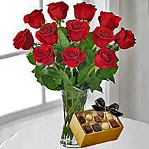 12 Red Roses With Chocolates: Send Valentine Gifts to Miami