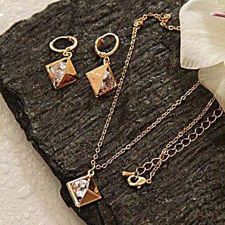 Alluring Pendant Set: Send Jewellery to USA