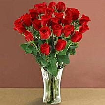 Long Stem Red Roses: Send Valentine Gifts to Chicago