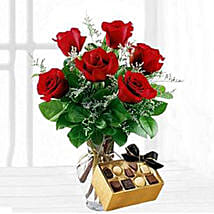 Six Red Roses With Chocolates: Send Gifts to Manchester, USA